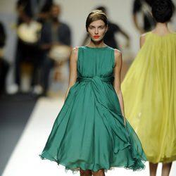 Vestido verde con vuelo de Duyos para primavera 2012 en Cibeles 2011