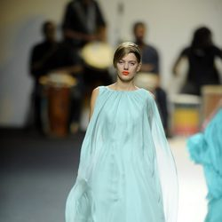 Vestido azul celeste vaporoso de Duyos para primavera 2012 en Cibeles 2011