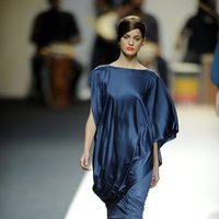 Vestido azul oscuro de Duyos para primavera 2012 en Cibeles 2011