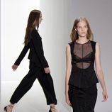 Conjunto negro de Calvin Klein, colección primavera de 2012