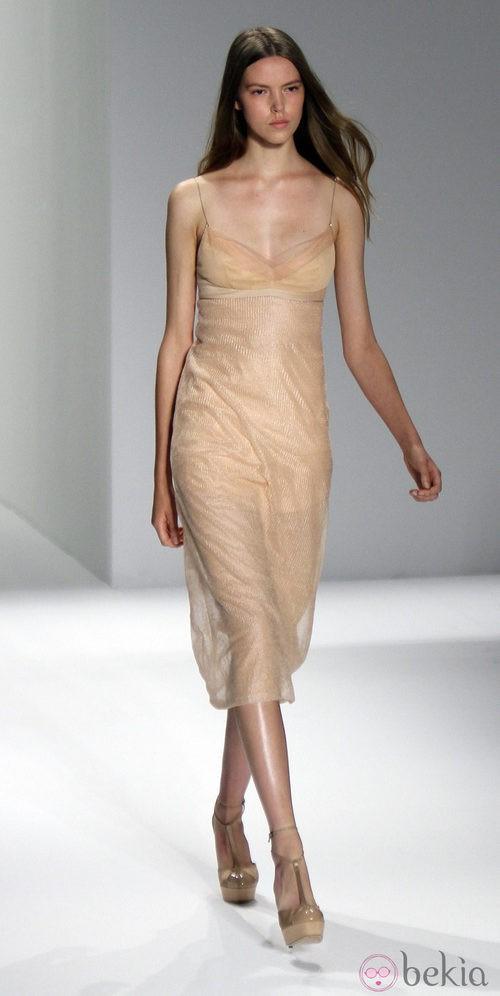 Vestido transparente de Calvin Klein, colección primavera de 2012