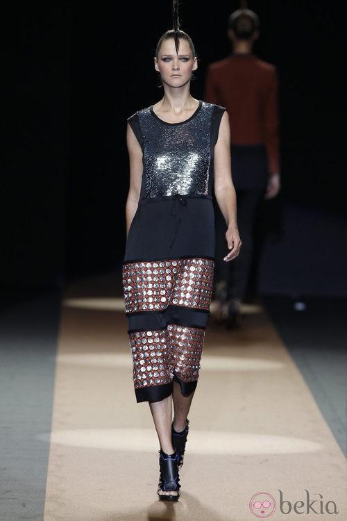 Vestido con brillos metalizados de Miguel Palacio, colección primavera de 2012