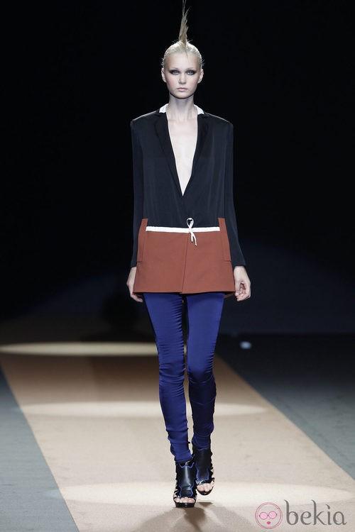 Vestido con escote drapeado de Miguel Palacio, colección primavera de 2012