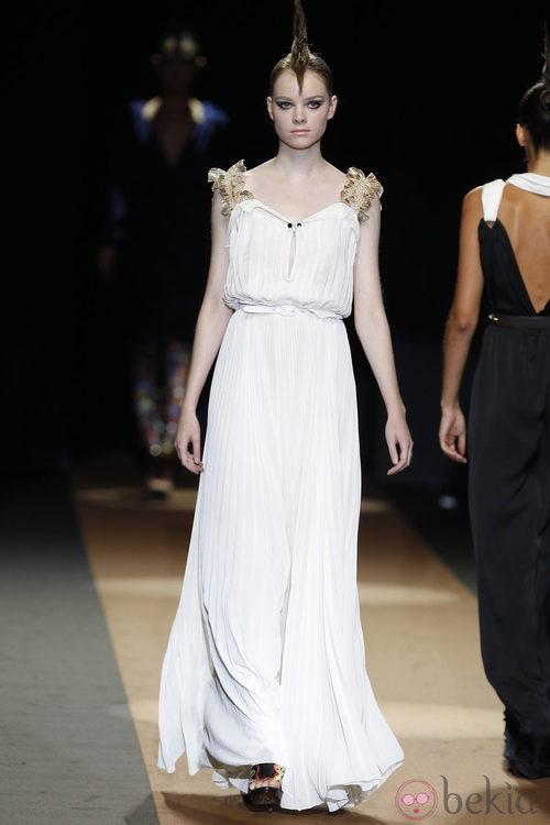 Vestido plisado de Miguel Palacio, colección primavera de 2012