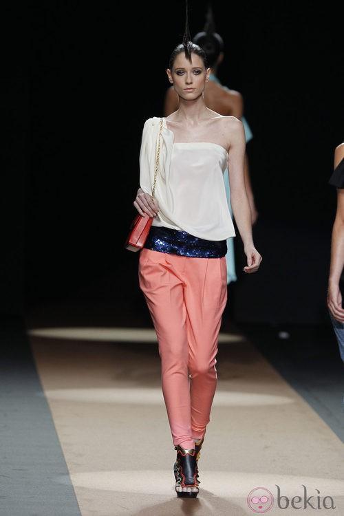 Pantalón bombacho de Miguel Palacio, colección primavera de 2012