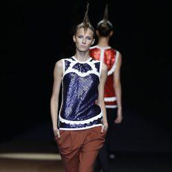 Top con lentejuelas azules de Miguel Palacio, colección primavera de 2012