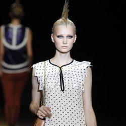 Vestido con estampado de corazones de Miguel Palacio, colección primavera de 2012
