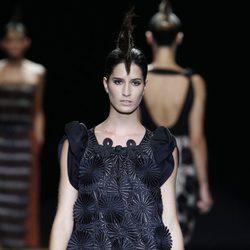 Vestido negro con estampado floral de Miguel Palacio, colección primavera de 2012