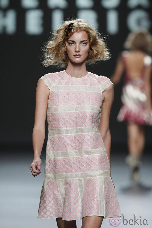 Diseño con lentejuelas rosa pastel de Teresa Helbig, colección primavera de 2012