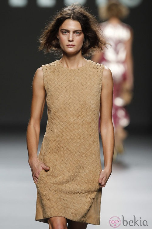 Vestido de ante de Teresa Helbig, colección primavera de 2012