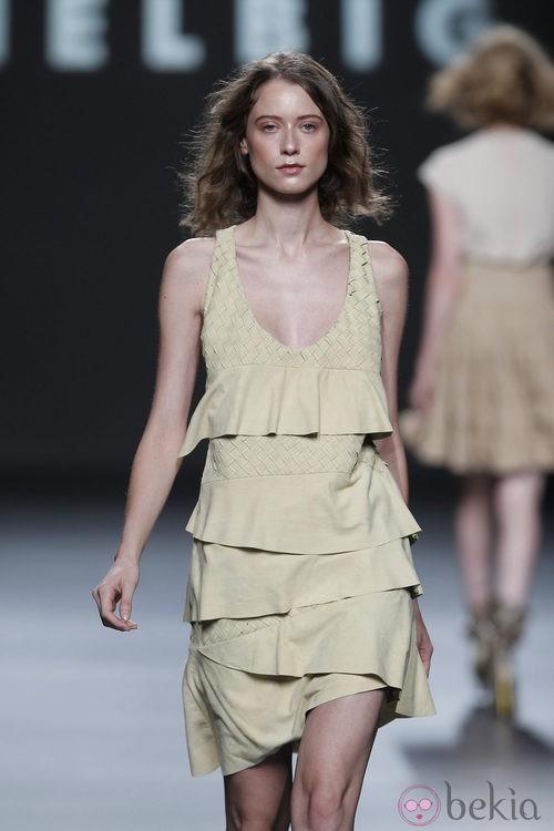 Vestido con volantes asimétricos de Teresa Helbig, colección primavera de 2012