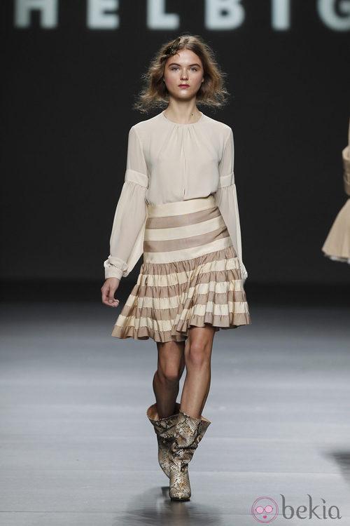 Camisa con antebrazos abullonados de Teresa Helbig, colección primavera de 2012