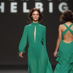 Carmen Kass desfila para Teresa Helbig, colección primavera de 2012