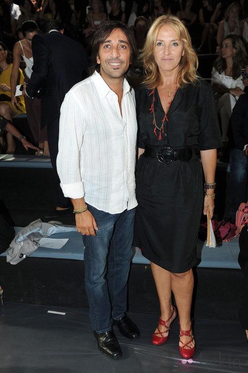 Antonio Carmona y su mujer en el desfile de Miguel Palacio, colección primavera de 2012