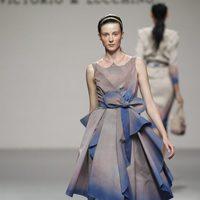 Vestido beig con vuelo de Victorio & Lucchino en Cibeles, colección primavera/verano 2012