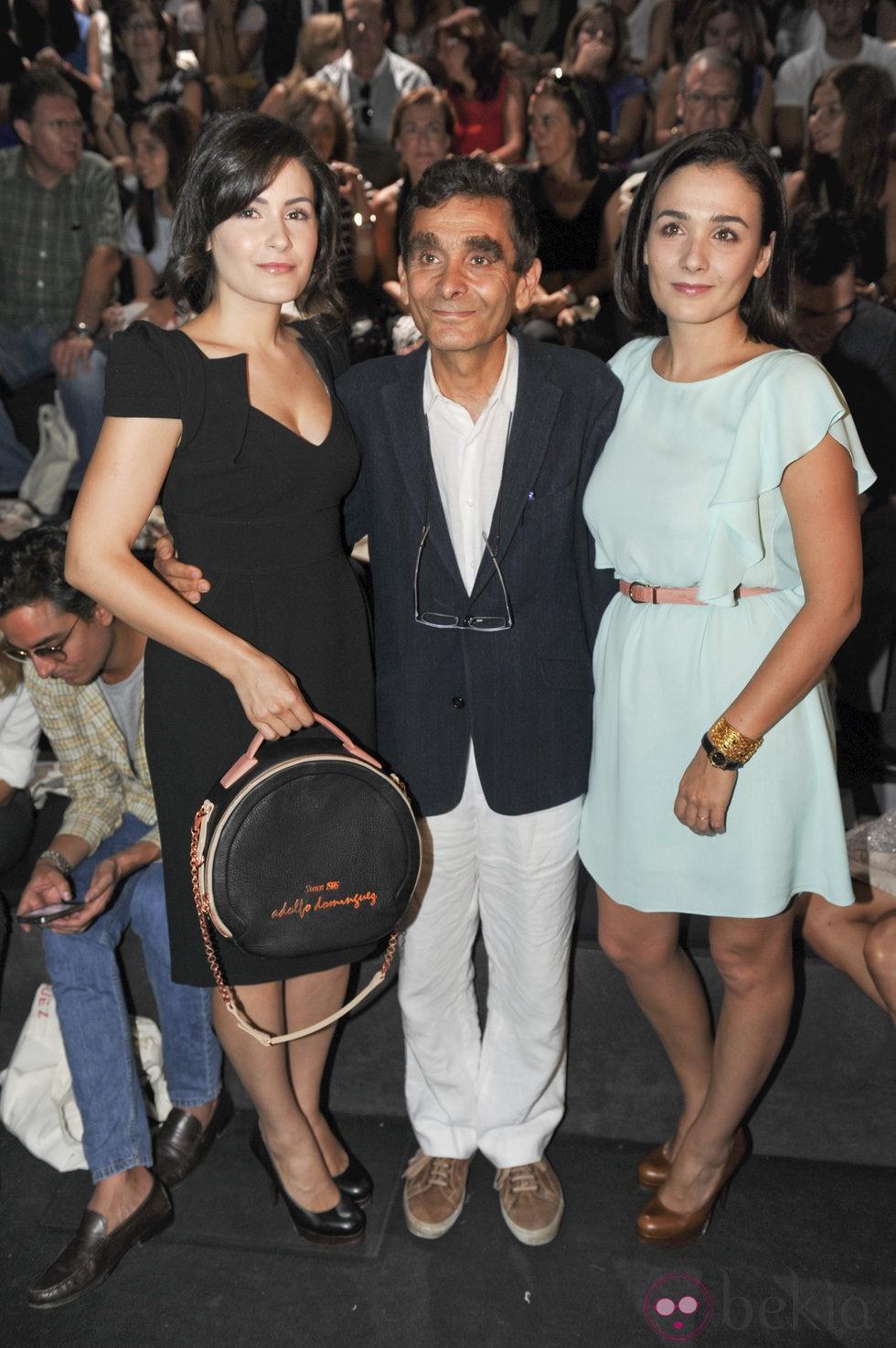 Adolfo dom nguez y sus hijas en cibeles foto en bekia moda for Adolfo dominguez hijas
