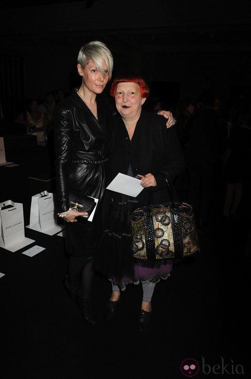 Kate Lanphear y Lynn Yeager en el desfile de Marc Jacobs, colección primavera de 2012