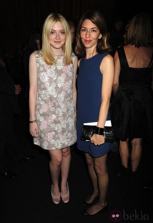 Dakota Fanning y Sofia Coppola en el desfile de Marc Jacobs, colección primavera de 2012