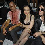 Alaska, Mario Vaquerizo y un zombie en el desfile de Davidelfín