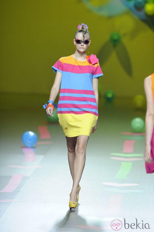 Vestido multicolor de Ágatha Ruiz de la Prada en Cibeles