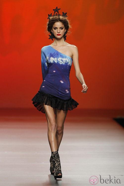 Vestido ceñido azul y negro de Montesinos, colección primavera 2012