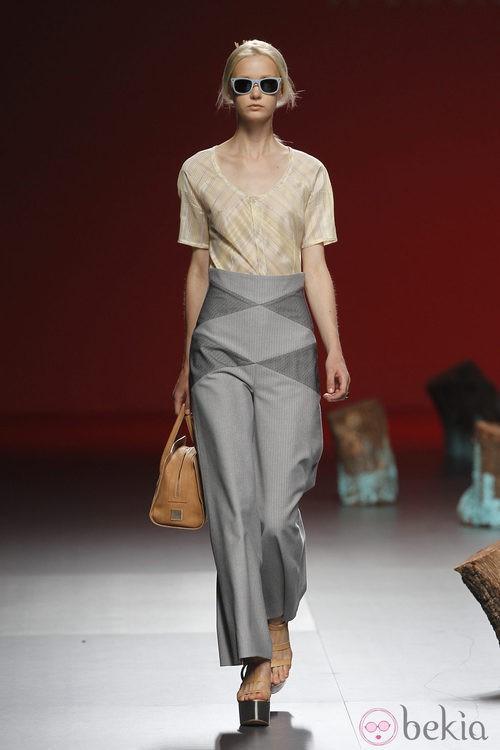 Camisa y pantalones de cintura alta de Devota y Lomba, colección primavera 2012