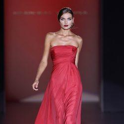 Vestido rojo de Hannibal Laguna en Cibeles, colección primavera de 2012