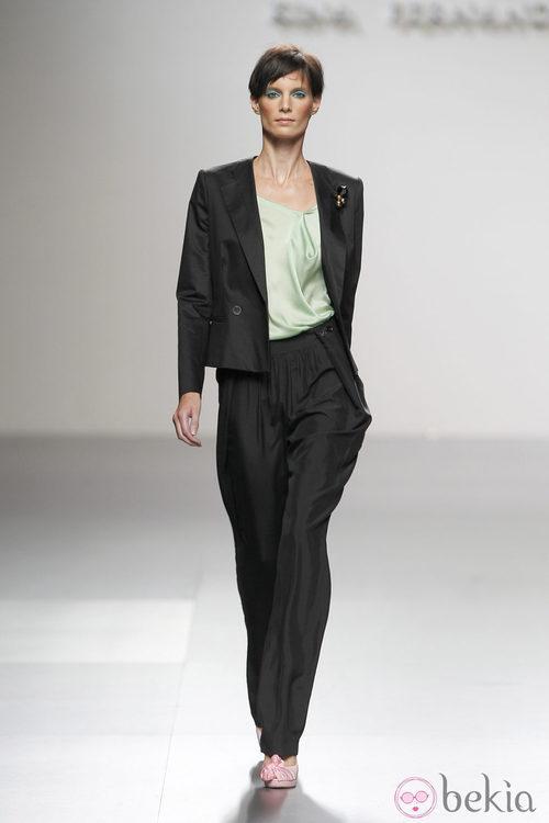 Traje de chaqueta de Kina Fernández en Cibeles, colección primavera de 2012