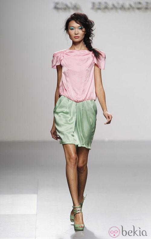 Vestido bicolor de Kina Fernández en Cibeles, colección primavera de 2012