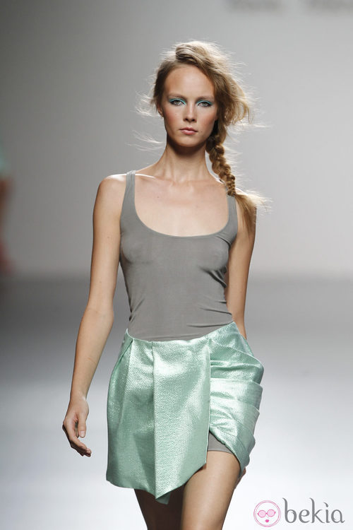 Falda verde aguamarina de Kina Fernández en Cibeles, colección primavera de 2012