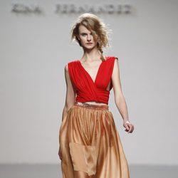Maxi falda en tono bronce de Kina Fernández en Cibeles, colección primavera de 2012