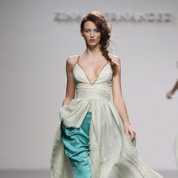 Vestido largo con abertura delantera de Kina Fernández en Cibeles, colección primavera de 2012