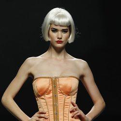 Corsé naranja de Maya Hansen en Cibeles, colección de primavera de 2012