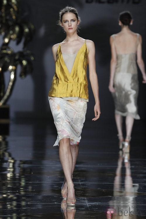 Camisa dorada y falda floral de Ailanto en Cibeles, colección primavera 2012