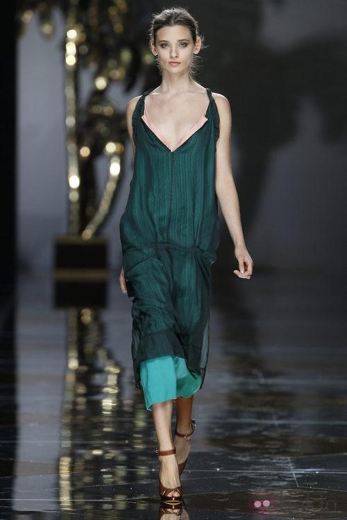Vestido largo en verde cristal de Ailanto en Cibeles, colección primavera 2012