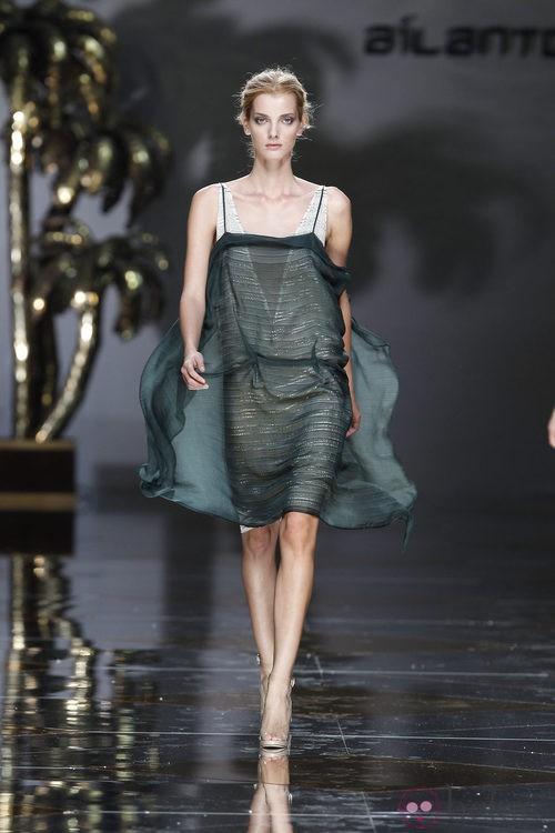 Vestido en verde y crudo de Ailanto en Cibeles, colección primavera 2012