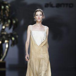 Vestido beis y crudo de Ailanto en Cibeles, colección primavera 2012