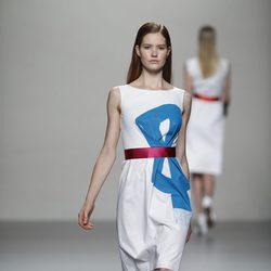 Vestido blanco con motivo de lazo de Lemoniez, colección primavera 2012