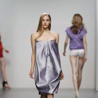 Vestido de noche de Amaya Arzuaga en Cibeles, colección primavera de 2012