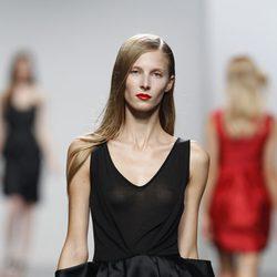 Vestido con top semitransparente de Amaya Arzuaga en Cibeles, colección primavera de 2012
