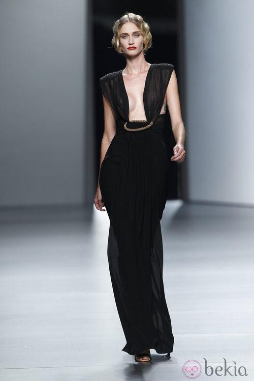 Vestido con escote cuadrado de Juanjo Oliva en Cibeles, colección primavera de 2012