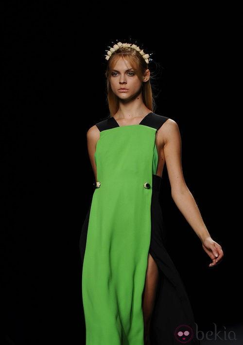 Vestido túnica verde de Martin Lamothe en Cibeles