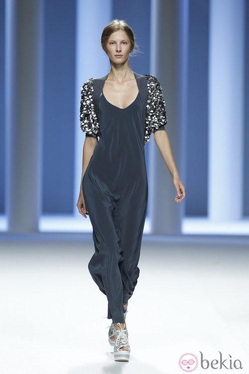Mono negro de la colección primavera 2012 de Sita Murt presentada en Cibeles