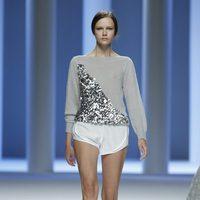 Mini shorts blancos de la colección primavera 2012 de Sita Murt presentada en Cibeles