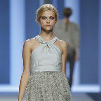 Vestido gris de la colección primavera 2012 de Sita Murt en Cibeles