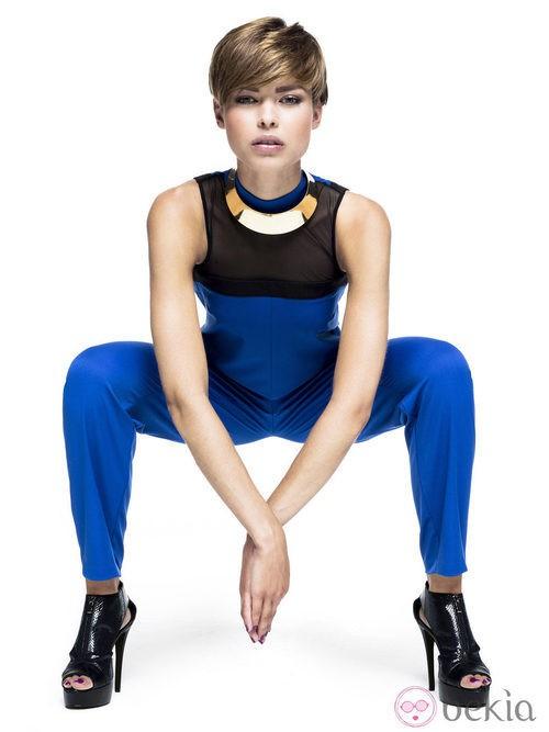 Look futurista en azul eléctrico para primavera/verano 2014 de Sisley