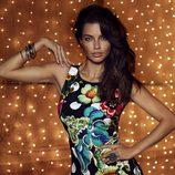 Adriana Lima con un vestido de la colección otoño/invierno 2014 de Desigual