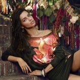 Adriana Lima con un vestido ajustado de la colección otoño/invierno 2014 de Desigual