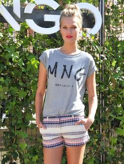 Toni Garrn posando como imagen de la colección otoño/invierno 2014 de Mango