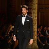 Andrés Velencoso desfilando para Mango 080 Barcelona Fashion otoño/invierno 2014